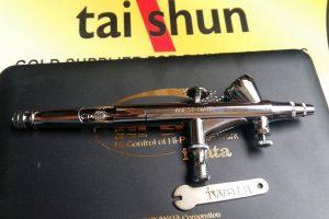 Model HP-BH có thêm núm điều chỉnh trên thân giúp điều chỉnh thân súng dễ dàng hơn